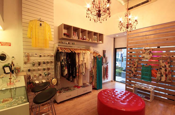 Loja Apple – moda feminina: Lojas e imóveis comerciais  por Celia Beatriz Arquitetura
