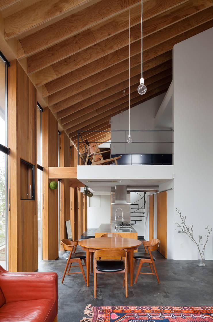 Salas / recibidores de estilo  por プライム建築都市研究所, Escandinavo