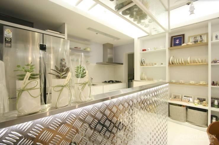여자라면 누구나 탐낼만한 주방인테리어: 홍예디자인의  다이닝 룸