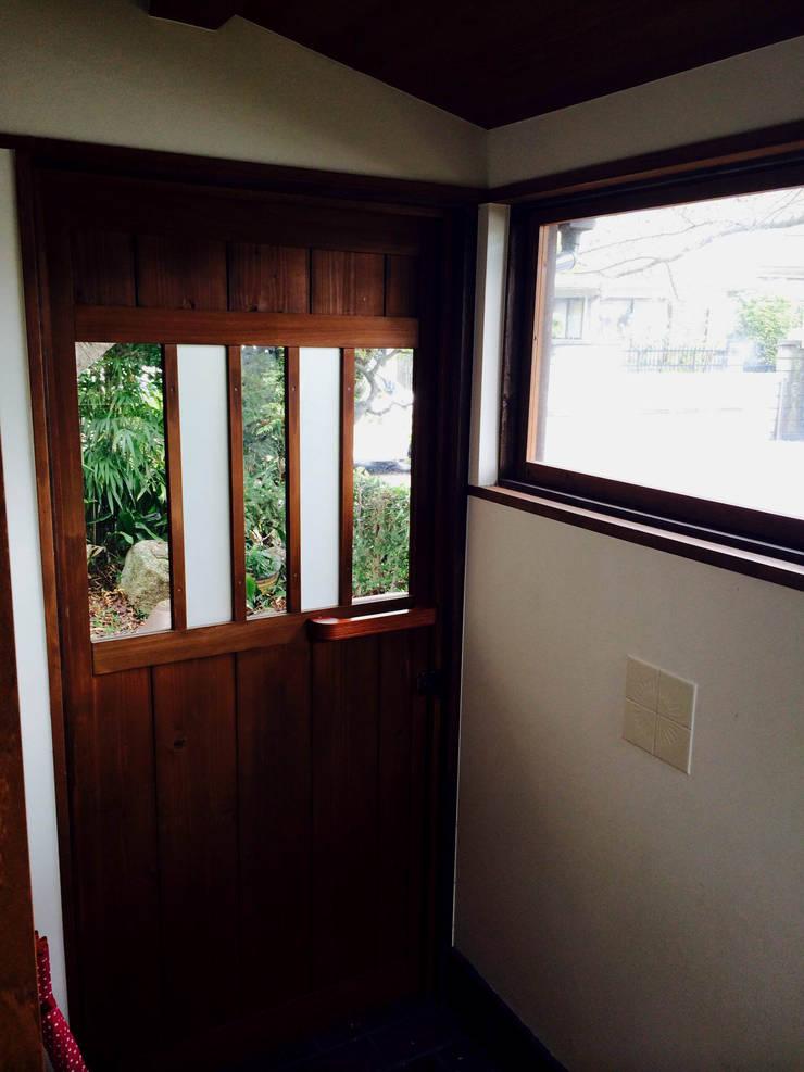 嵐山ゲストハウス: 株式会社ローバー都市建築事務所が手掛けた窓です。,