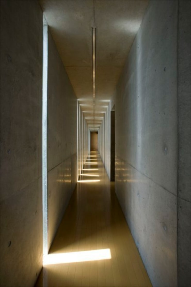 Slit House: EASTERN design office イースタン建築設計事務所が手掛けたサンルームです。