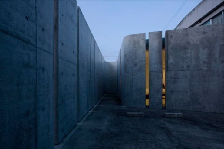 Slit House: EASTERN design office イースタン建築設計事務所が手掛けた家です。