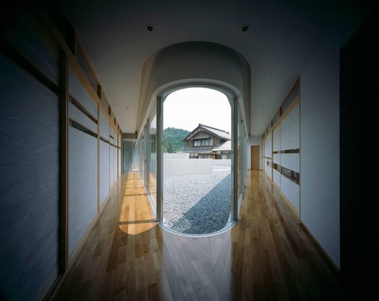 Horizontal House: EASTERN design office イースタン建築設計事務所が手掛けた窓です。,モダン