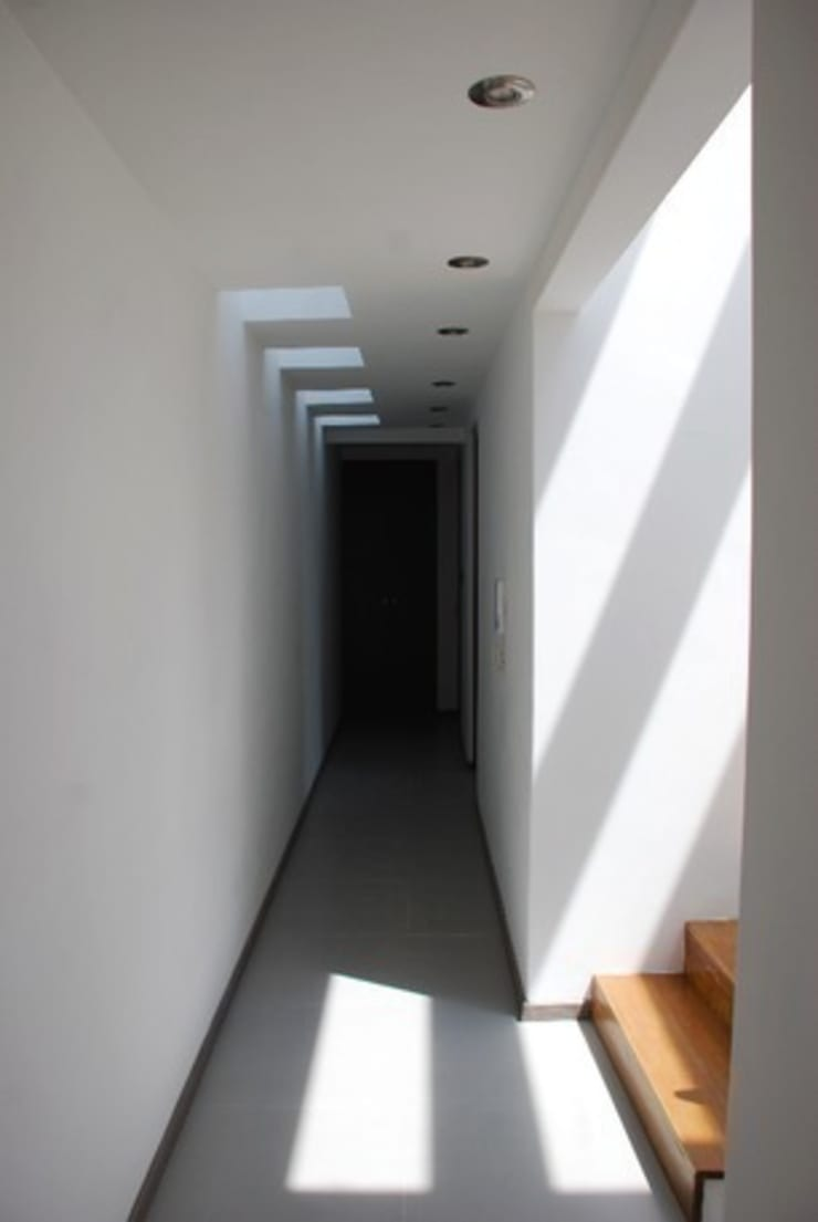 HUARAZ 14: Pasillos y recibidores de estilo  por [TT ARQUITECTOS]