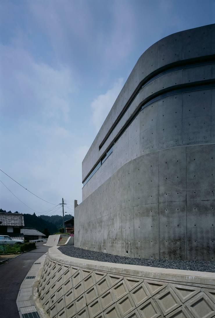 Horizontal House: EASTERN design office イースタン建築設計事務所が手掛けた家です。,モダン