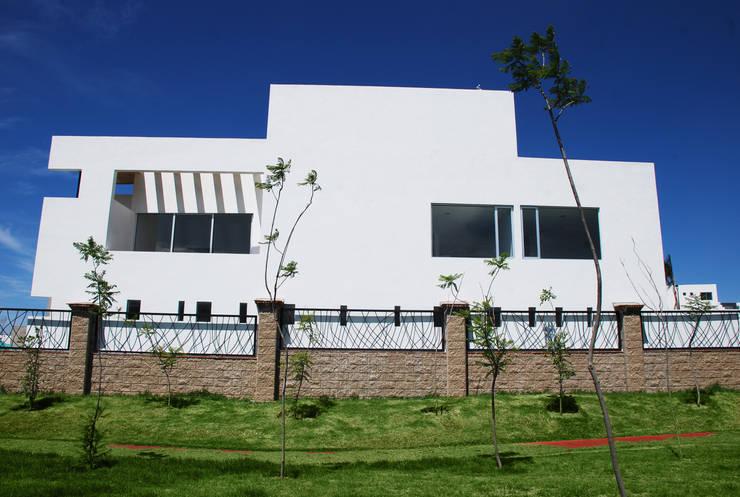 Casas de estilo moderno por [TT ARQUITECTOS]