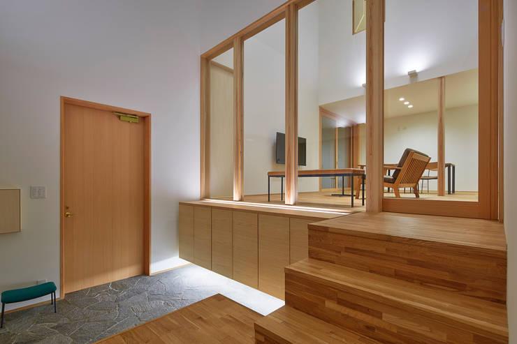 玄関: ケンチックス一級建築士事務所が手掛けた廊下 & 玄関です。