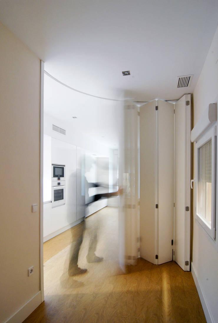 Reforma de Apartamento en Sevilla: Puertas y ventanas de estilo  de CM4 Arquitectos