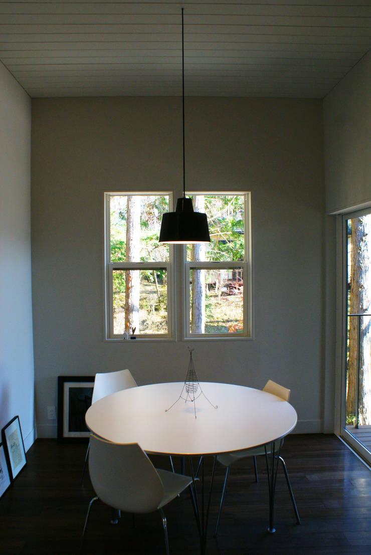 センゴクハラ M邸: 有限会社スタジオA建築設計事務所が手掛けたダイニングです。