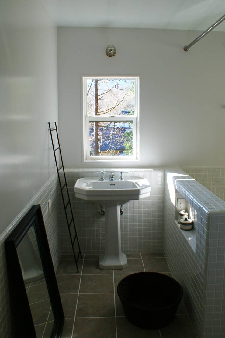 センゴクハラ M邸: 有限会社スタジオA建築設計事務所が手掛けた浴室です。
