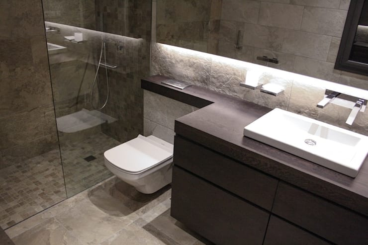 Baño suite: Baños de estilo moderno de SMMARQUITECTURA