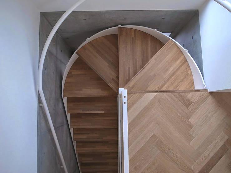 ムサシコスギ K邸: 有限会社スタジオA建築設計事務所が手掛けた廊下 & 玄関です。