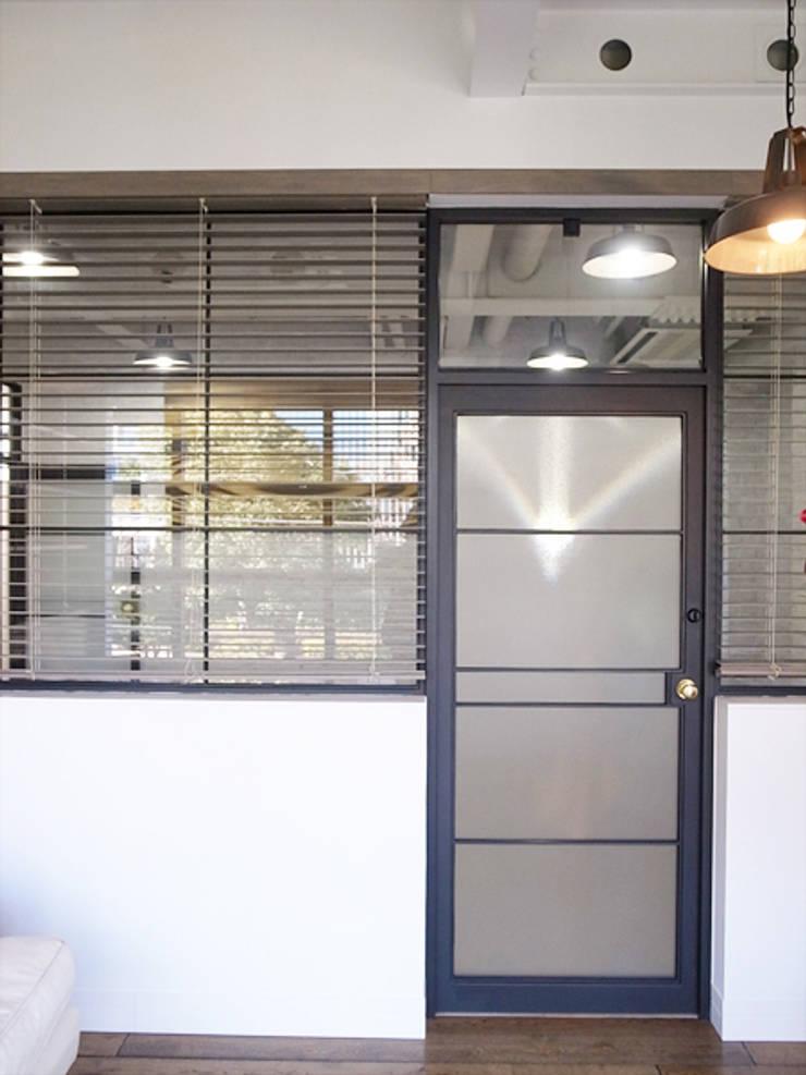 ARTRIP BLD.: 有限会社スタジオA建築設計事務所が手掛けた書斎です。,インダストリアル