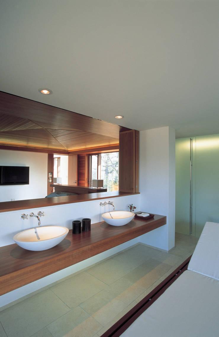 Salle de bains de style  par アシハラヒロコデザイン事務所