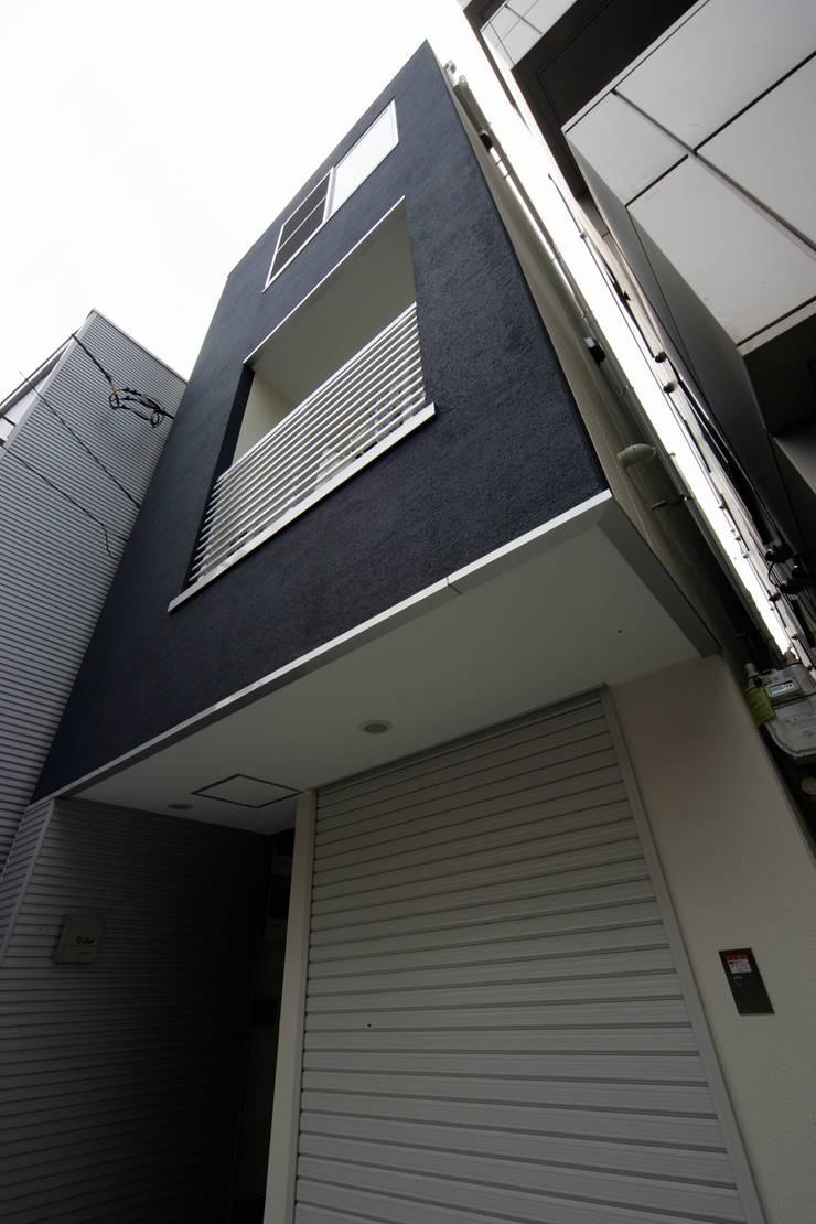 狭小間口のファサード: プラネット環境計画が手掛けた家です。