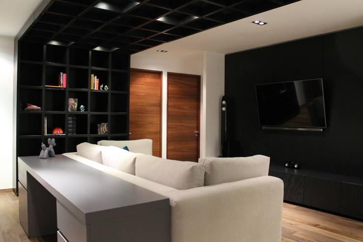 Salas de entretenimiento de estilo moderno por Hat Diseño