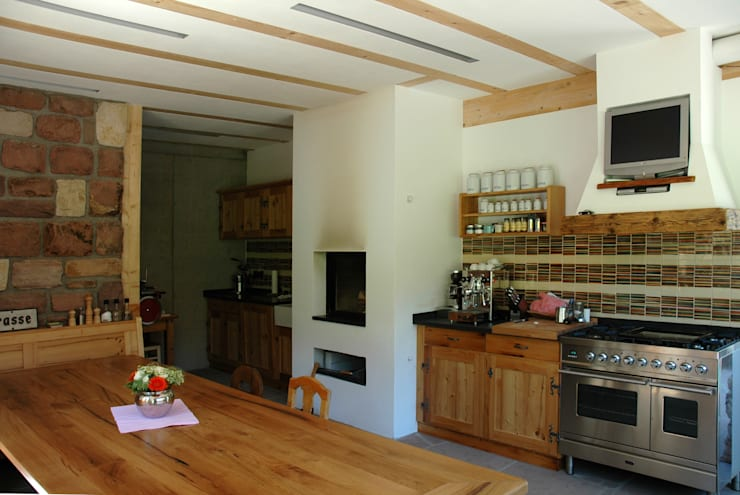 rustic Kitchen by Kohlbecker Gesamtplan GmbH