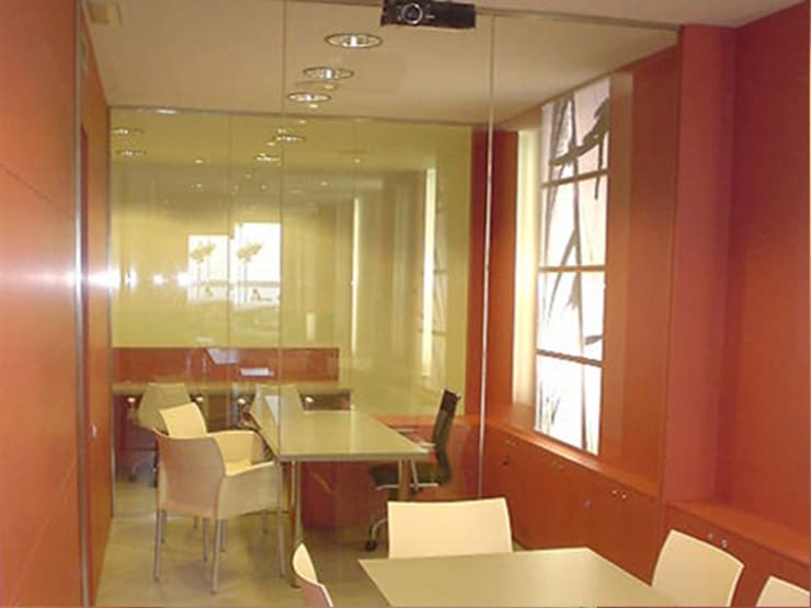 AGENCIA INMOBILIARIA EN PALAMOS: Oficinas y Tiendas de estilo  de RIART I ASSOCIATS
