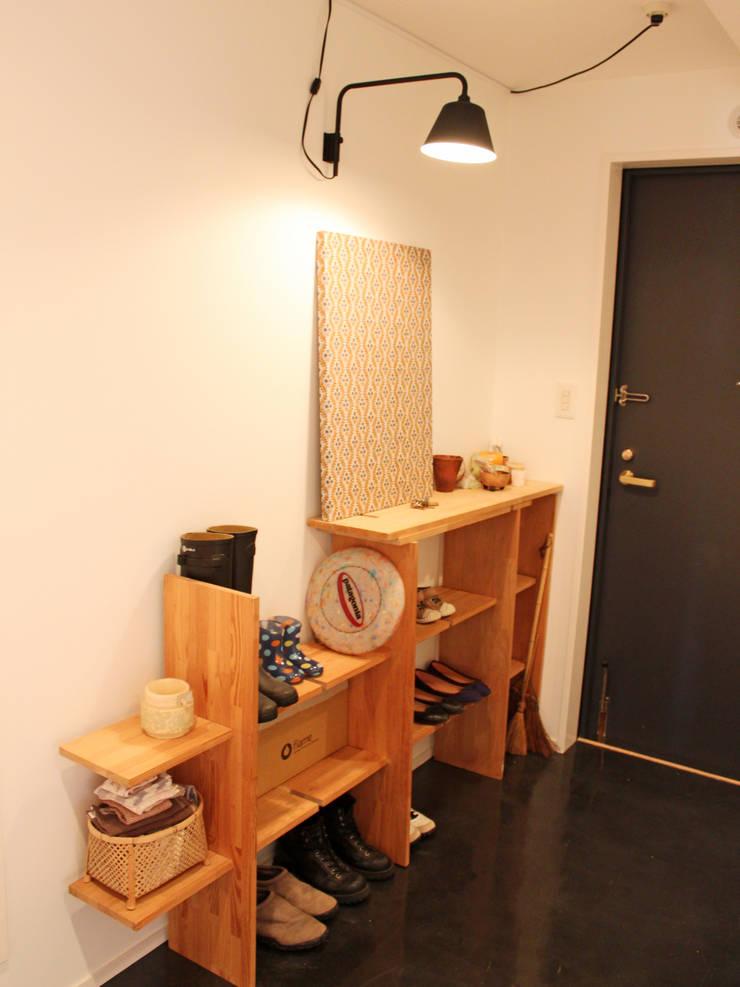 ENTRANCE: GRID DESIGN 株式会社が手掛けた廊下 & 玄関です。,北欧