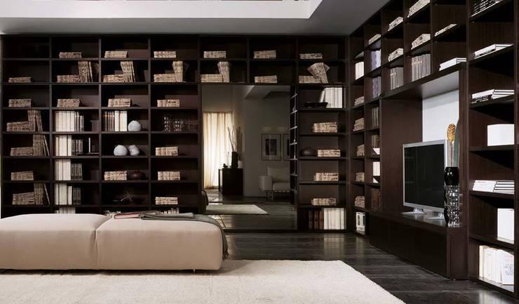 Libreria componibile finitura rovere moro  con sviluppo ad angolo: Soggiorno in stile in stile Moderno di soloLibrerie