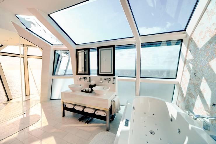 Reflection Suite Bathroom:  Badezimmer von AIP Innenprojekt GmbH
