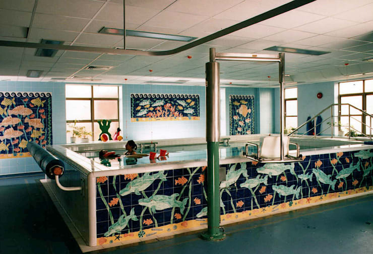 醫院 by Reptile tiles & ceramics, 熱帶風