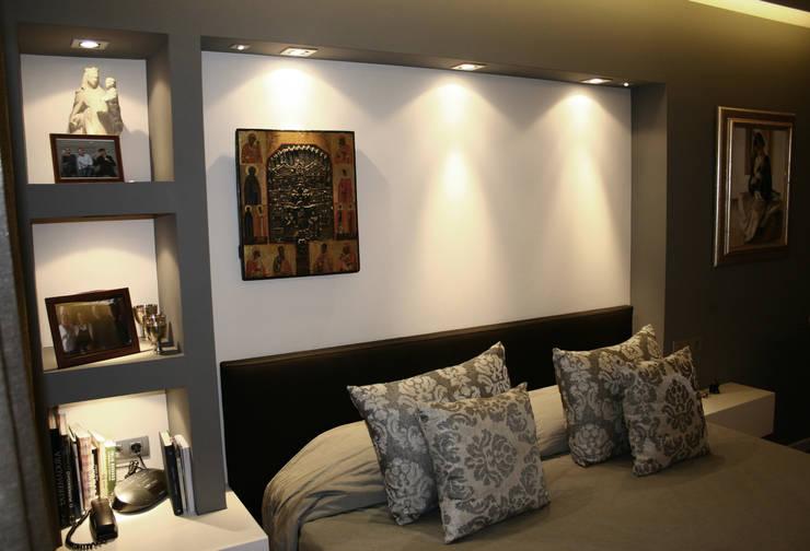 HABITACION SUITE EN BARCELONA: Dormitorios de estilo  de RIART I ASSOCIATS