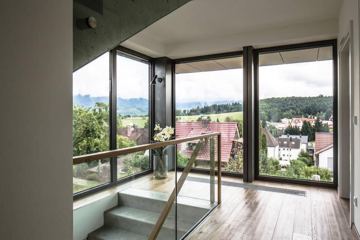 Projekty,  Korytarz, przedpokój zaprojektowane przez Kohlbecker Gesamtplan GmbH