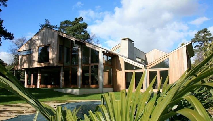Elevation to pool: modern Houses by Giles Jollands Architect