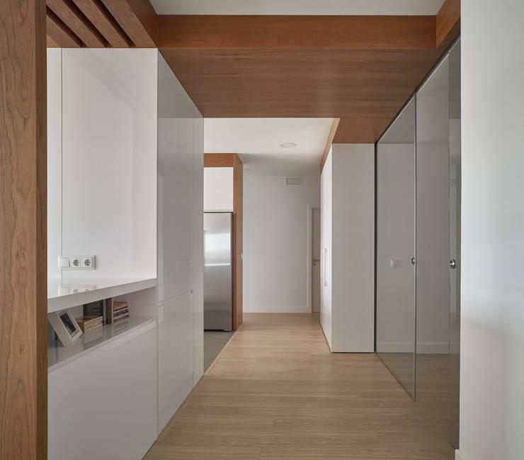 Pasillos: Pasillos y vestíbulos de estilo  de CM4 Arquitectos