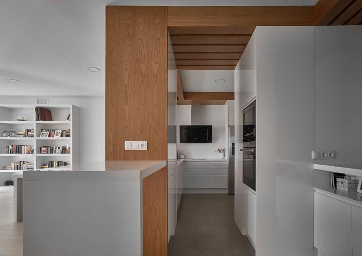 Cocinas de estilo moderno por CM4 Arquitectos
