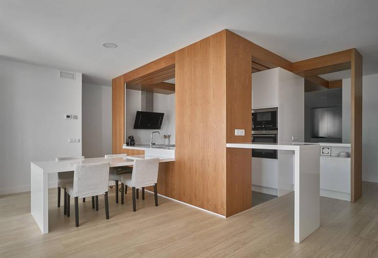 Cucina in stile in stile Moderno di CM4 Arquitectos