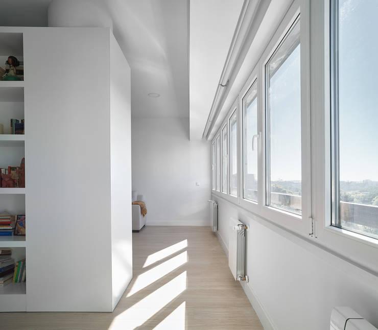Ventanas: Puertas y ventanas de estilo  de CM4 Arquitectos