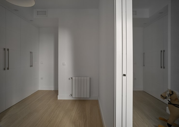 Puertas: Puertas y ventanas de estilo  de CM4 Arquitectos