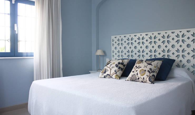 Vivienda privada en Marbella: Dormitorios de estilo  de Marta del Valle