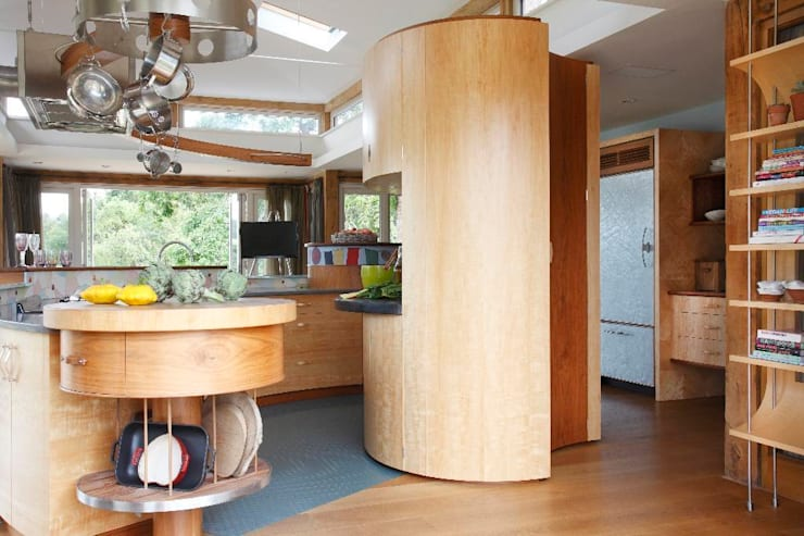 Edenbridge: eclectic Kitchen by Johnny Grey