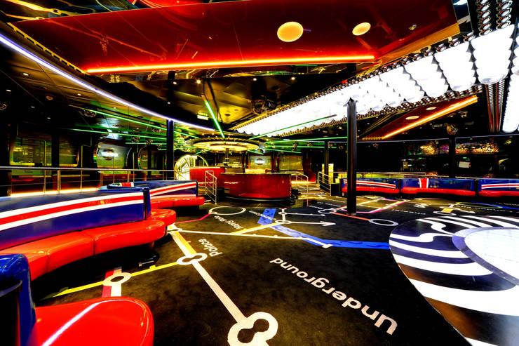 Bares y Clubs de estilo  por AIP Innenprojekt GmbH