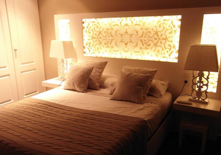 Cabecero retroiluminado: Dormitorios de estilo  de Marta del Valle