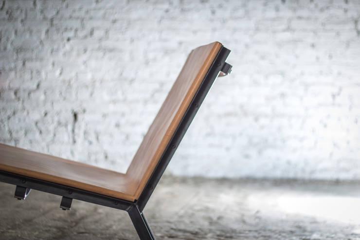 L3 lage stoel:   door Jan Jacobs, Eclectisch