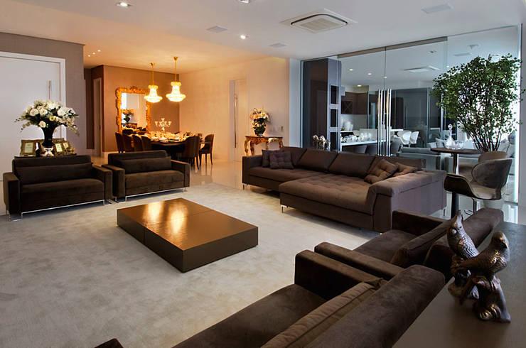 A31 Residência: Salas de estar ecléticas por Canisio Beeck Arquiteto