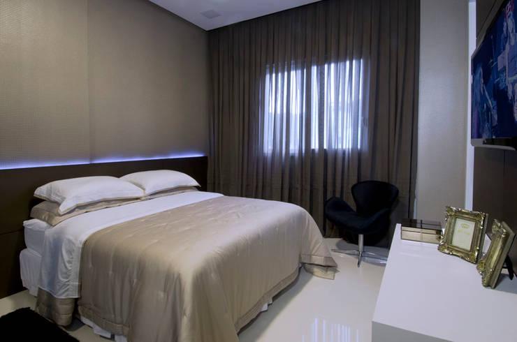 A31 Residência: Quartos  por Canisio Beeck Arquiteto