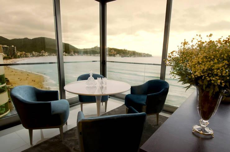 A31 Residência: Salas de estar modernas por Canisio Beeck Arquiteto