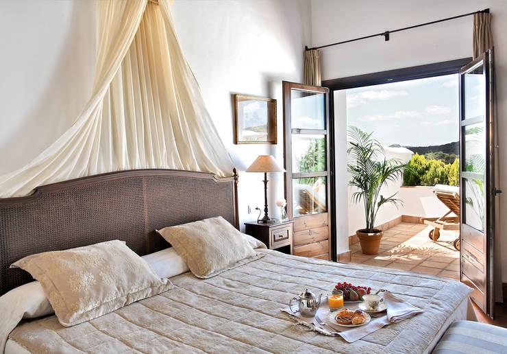 Hotel La Bobadilla GL*****: Hoteles de estilo  de Estudio de arquitectura Jesús del Valle