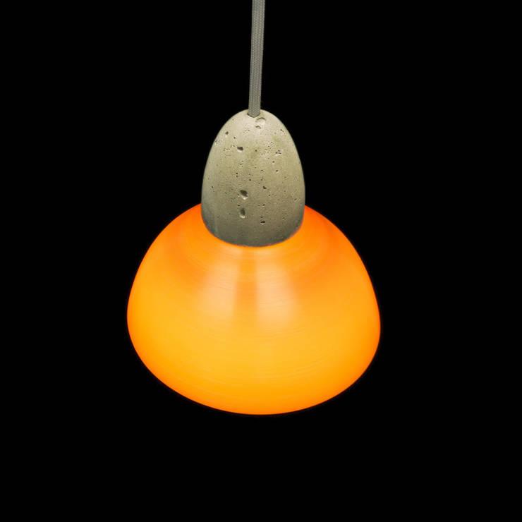 Lampy z wymiennymi kloszami: styl , w kategorii Korytarz, hol i schody zaprojektowany przez Pracownia Sztuki Użytkowej