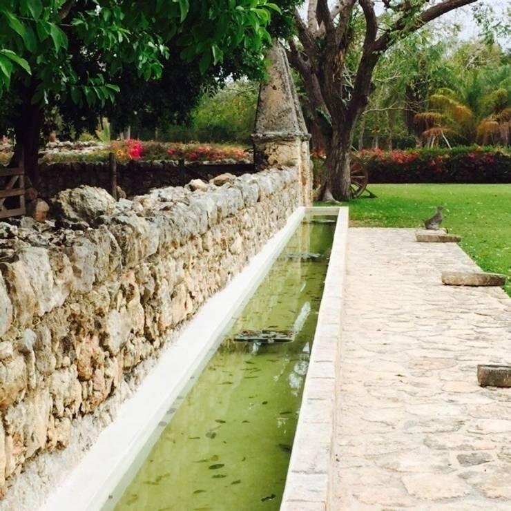 Conviviendo con lo natural: Jardines de estilo  por Chukum