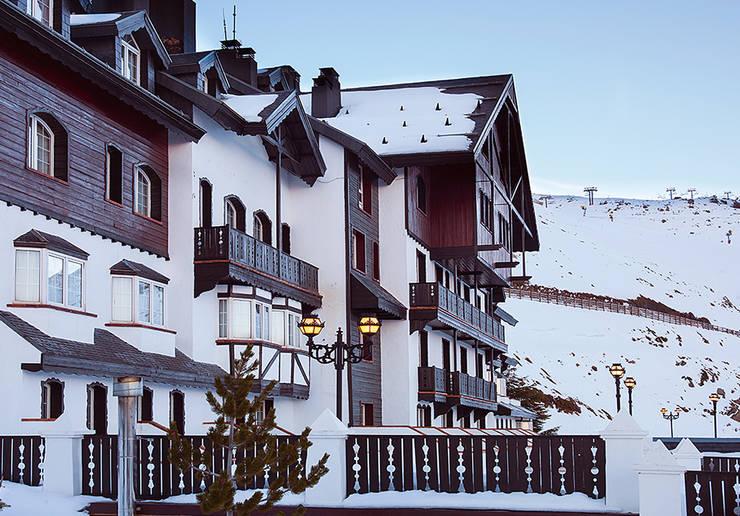 Hotel Rumaykiyya *****: Hoteles de estilo  de Estudio de arquitectura Jesús del Valle