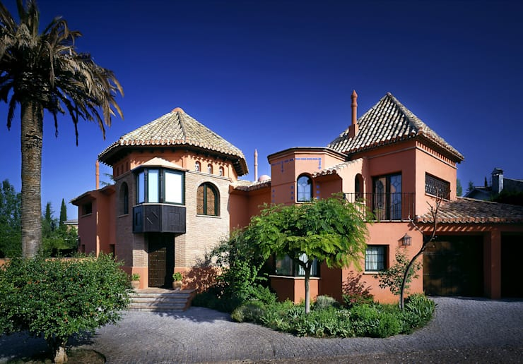 Residenciales y viviendas privadas: Casas de estilo mediterráneo de Estudio de arquitectura Jesús del Valle