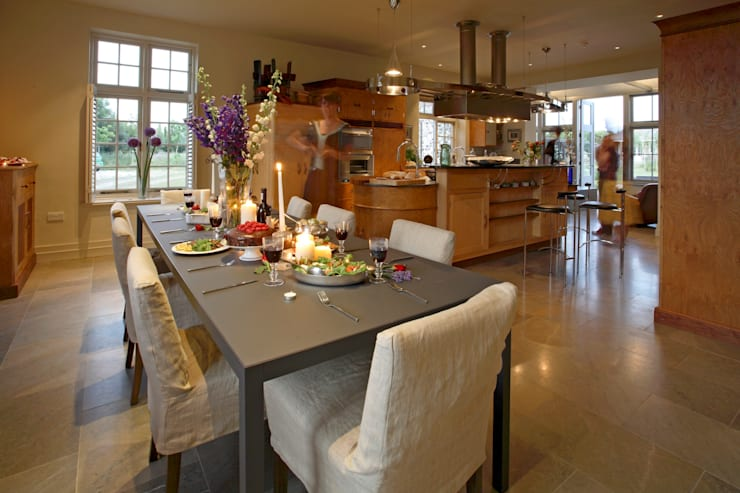 Kitchen: classic Kitchen by Giles Jollands Architect