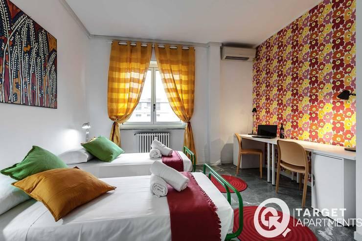 Casa Q : Camera da letto in stile  di Architrek