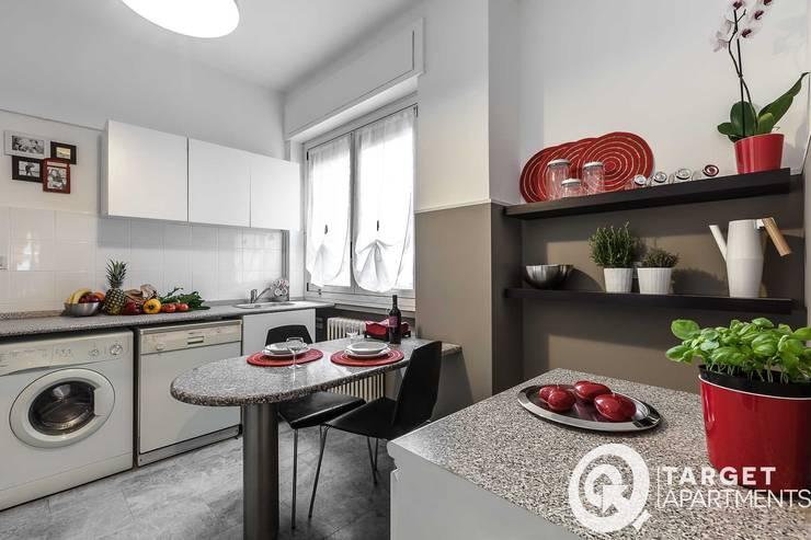 Casa Q : Cucina in stile  di Architrek